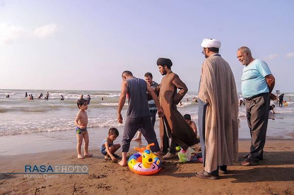طلاب در سواحل دریای خزر