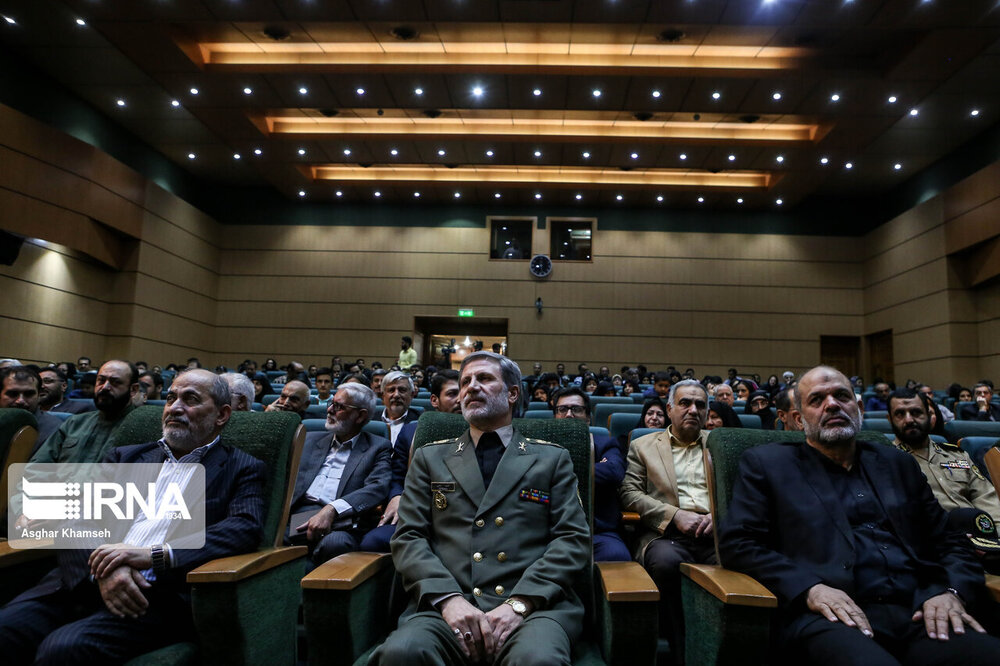 وزرای دفاع روحانی و احمدی نژاد