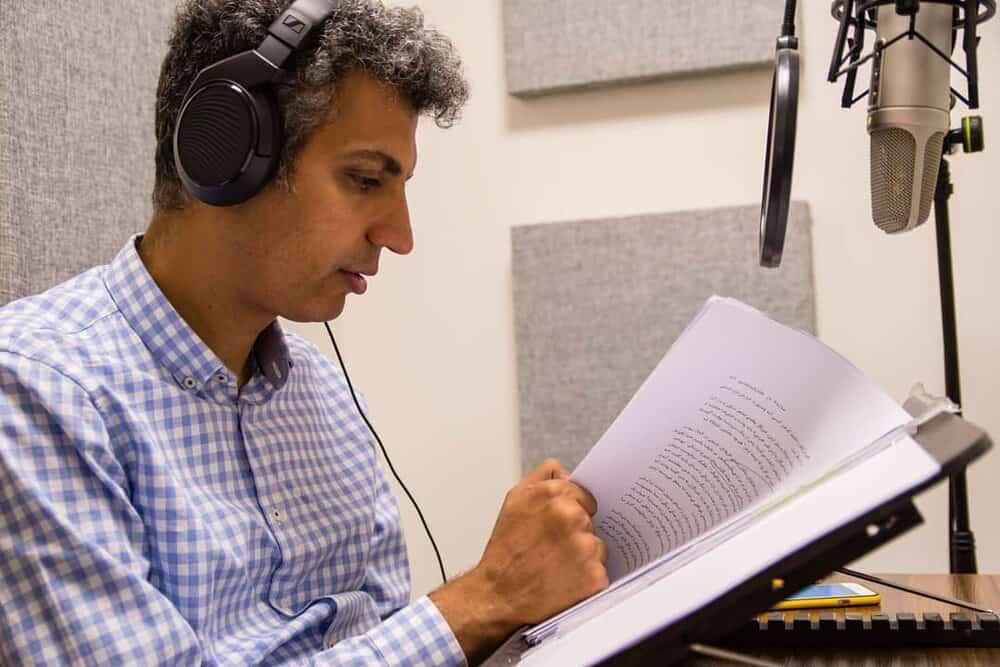 عادل فردوسی پور کتاب صوتی می خواند