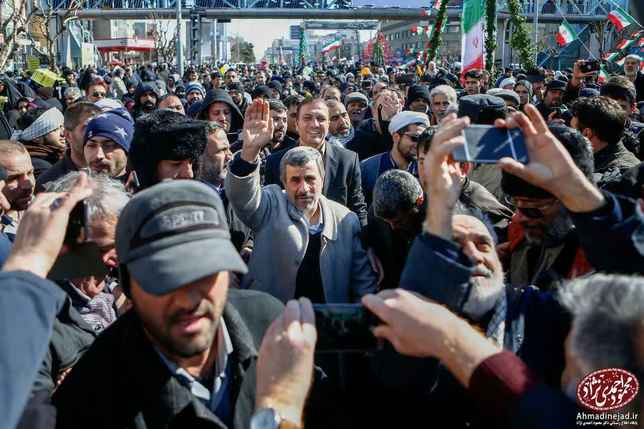 محمود احمدی نژاد در راهپیمایی 22 بهمن