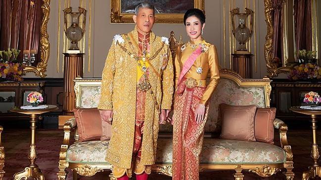 پادشاه تایلند با ۲۰ همبالین قرنطینه شد