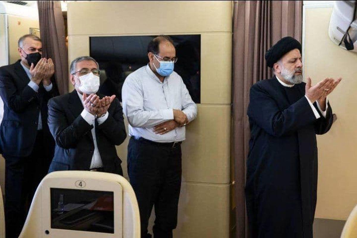 نماز رئیسی در هواپیما