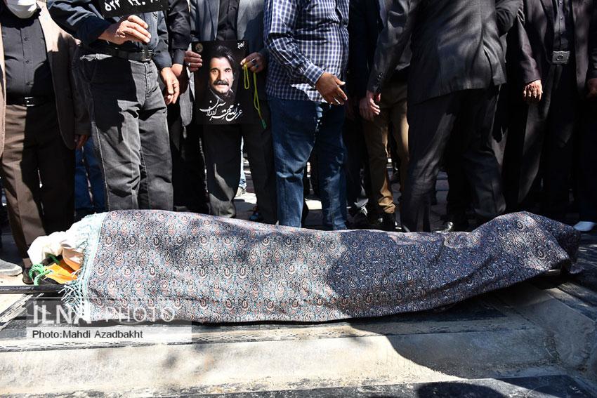 خاکسپاری مرحوم عزت الله مهر آوران