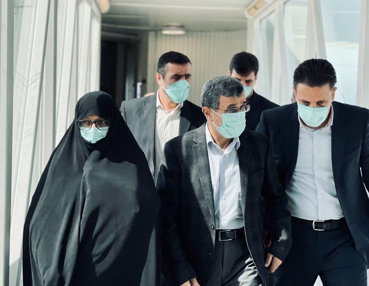 محمود احمدی نژاد و همسرش در دوبی