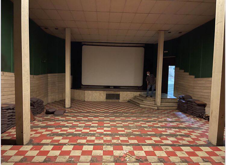 تعویض صندلی های سینما عصر جدید
