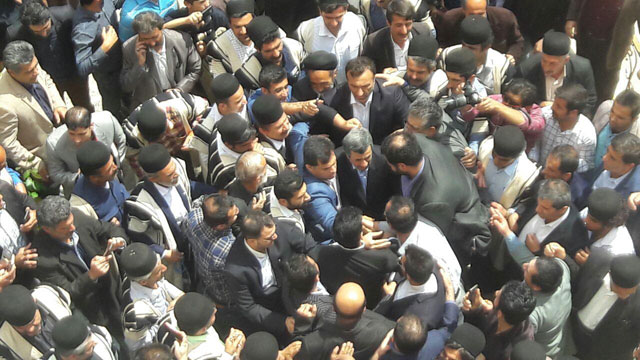 مشایی احمدی نژاد بقایی با لباس بختیاری